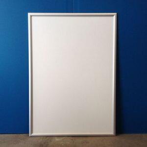 vægskilt,skilteramme,udendørs vægskilt,skilt med klikramme,outlet skilt,lavprisskilt,billigt skilt